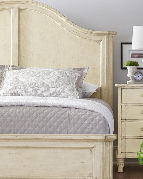 Кровать из массива натурального дерева Лакано