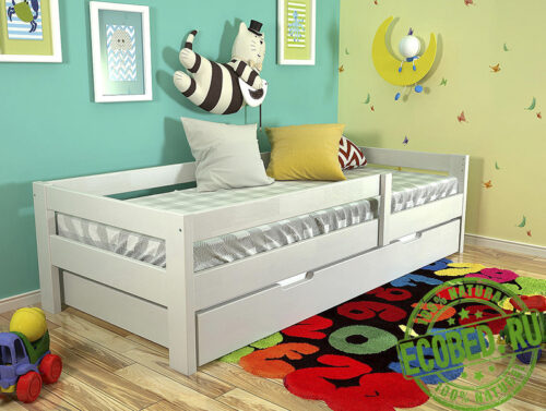 Кровать из массива натурального дерева Карина