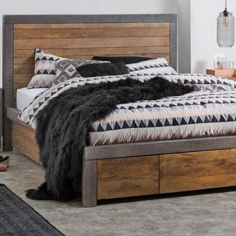 Кровать из массива натурального дерева Томсон